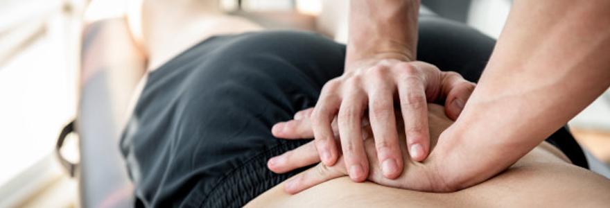 Illustration d'un kinésithérapeute soignant un lumbago